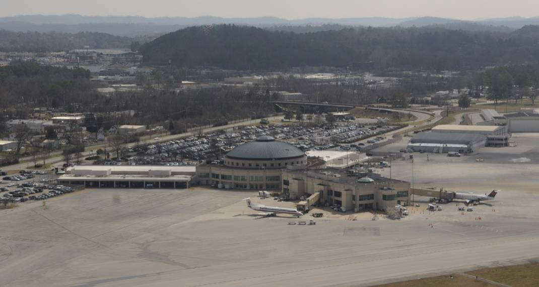 Delta plane forced to land at Chattanooga Metropolitan Airport after being hit by lightning - Chattanooga Times Free Press