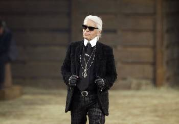 2eb23776da Chanel  Iconic couturier Karl Lagerfeld has died