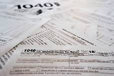 Business Bulletin: How to choose a tax preparer and what to watch out for at tax time