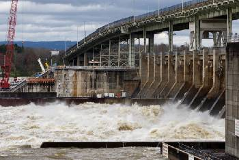 Chickamauga Lock reopens to again allow barge traffic on the