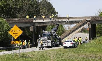 Railing from I-75 South bridge collapses onto I-24/I-75