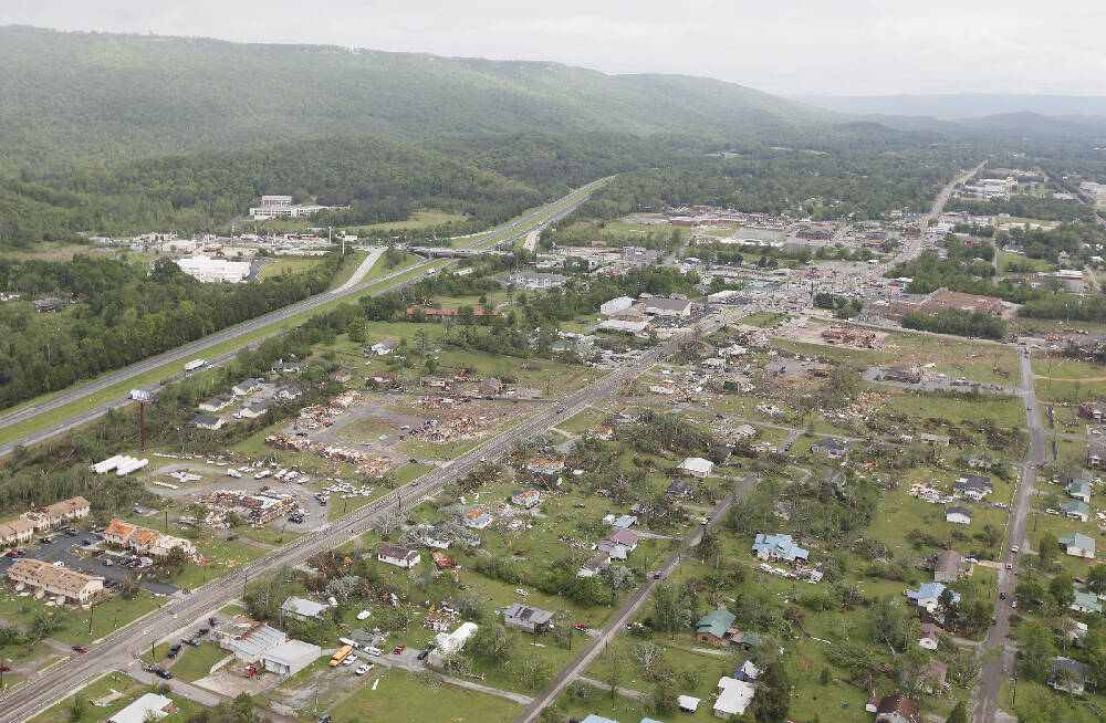 Moments In Memory Day Of Tornadoes Devastated Chattanooga