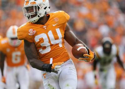 e09ee9415 Tennessee linebacker Darrin Kirkland Jr. giving up football